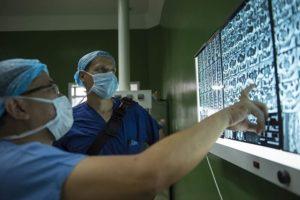 Сколько реально получают хирурги в России: сколько зарабатывает, средняя зп